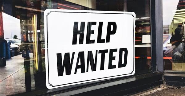 affiche de recrutement pour pénurie de main d'oeuvre help wanted